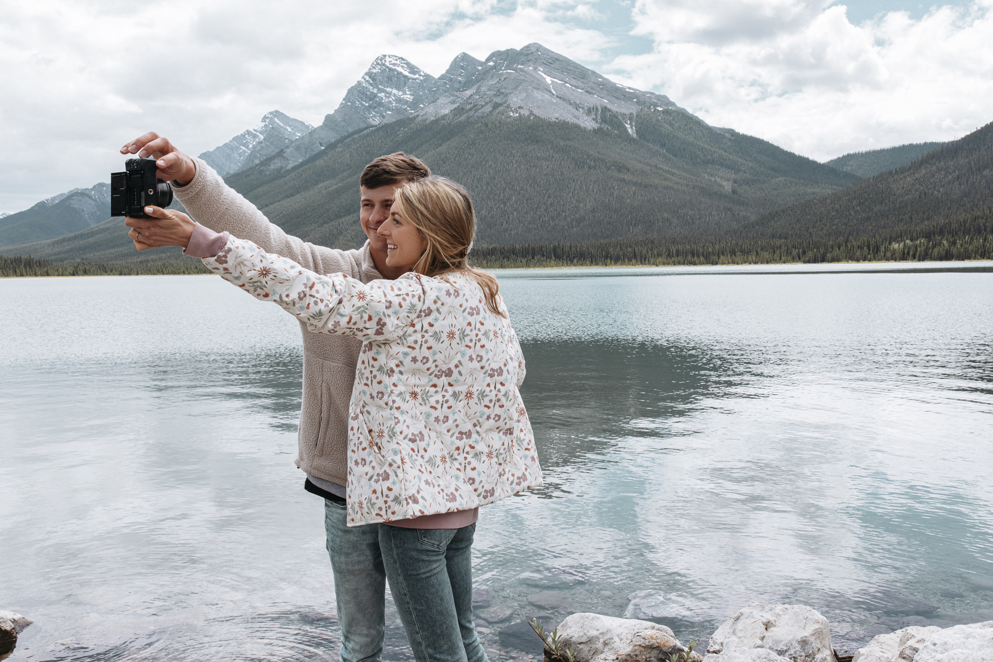 Banff travel guide from creative lifestyle blogger emily r hess. Visit park distillery and rocky mountain bagels and Lake Louise on your trip!