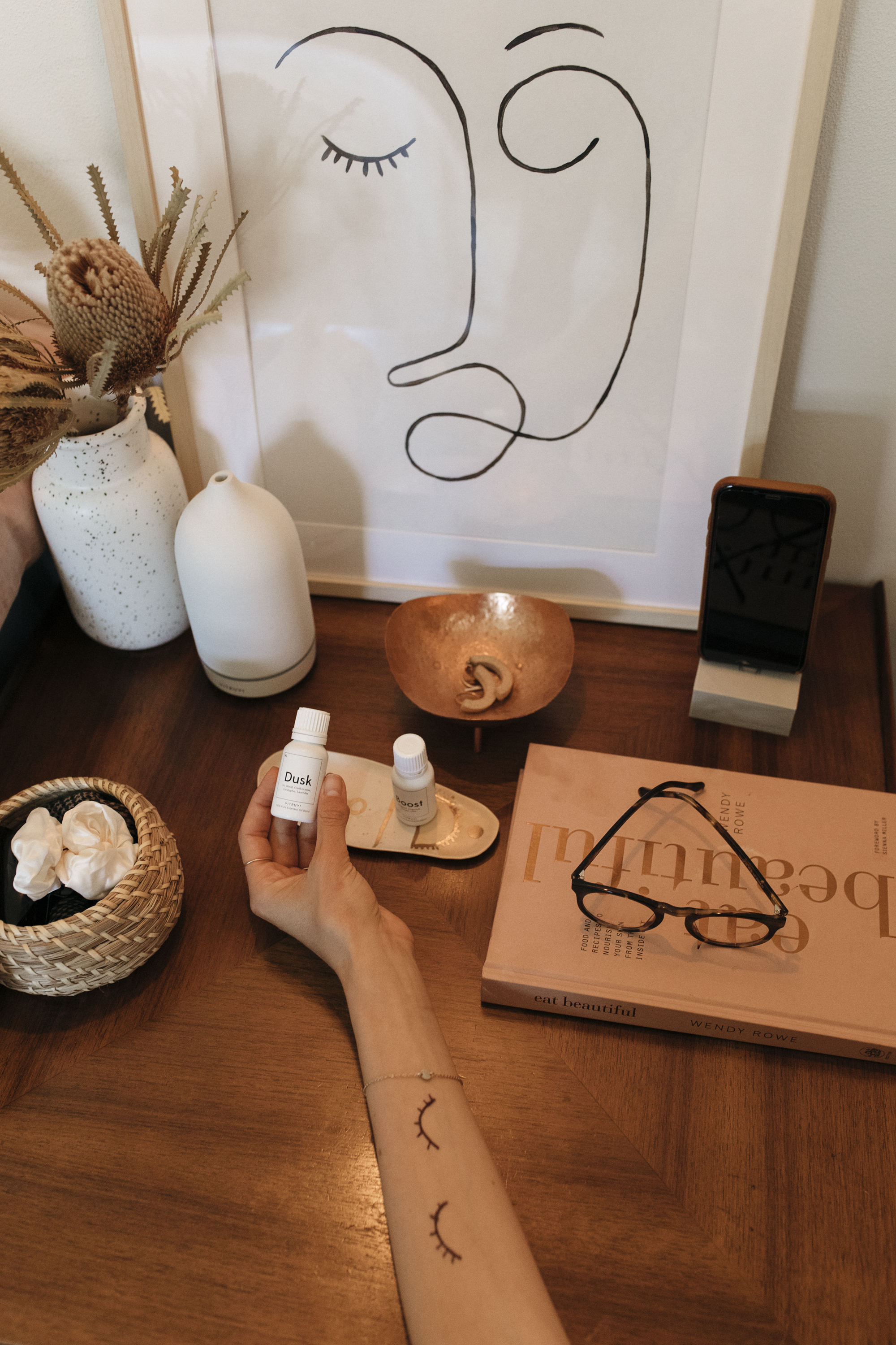 Vitruvi essential oils and Vitruvi diffuser help creative lifestyle blogger, Emily R. Hess, relax at night after work