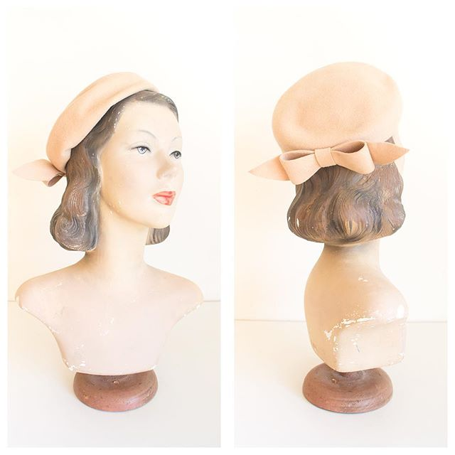 Elevate your dress or outfit with the most adorable dusty blush pink wool beret. Love bows? This has the loveliest one! Ritz by Henry Pollack.