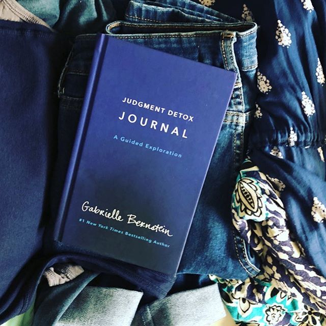 I have a pile of laundry to put away (don't judge 👩⚖️) and I couldn't help but notice the book I tossed here matches. 👖 📖 #judgementdetox  Has anyone here given this a read??