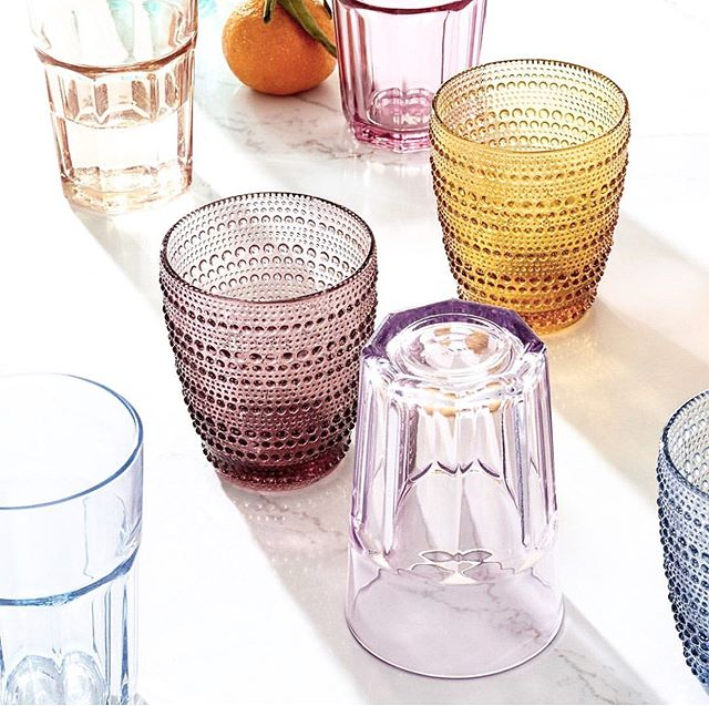 I grew up with textured water glasses and I'm still drawn to them • completely simple yet thoughtful....the best combo 🌿 also....this color way 👌🏻 • • • #home #color #tone #glass #texture #childhood #family #love #inspiration #simple #cocktails #cheers #smile #flatlay #cool #tabletop #yes