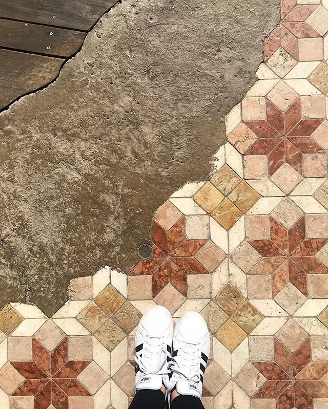 Our annual trip to @disneyland this year came with my new fave @ihavethisthingwithfloors floor #adventureland #ihavethisthingwithfloors #sofun #sogood #disney #family