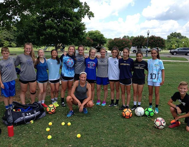 Look 👀 who stopped by the sesh🏃🏻♀️💨See if you can find who our mystery guest is  Hint : 👑🎤⚽️gk • • • • @ronowoodard 😱👏🏽💯