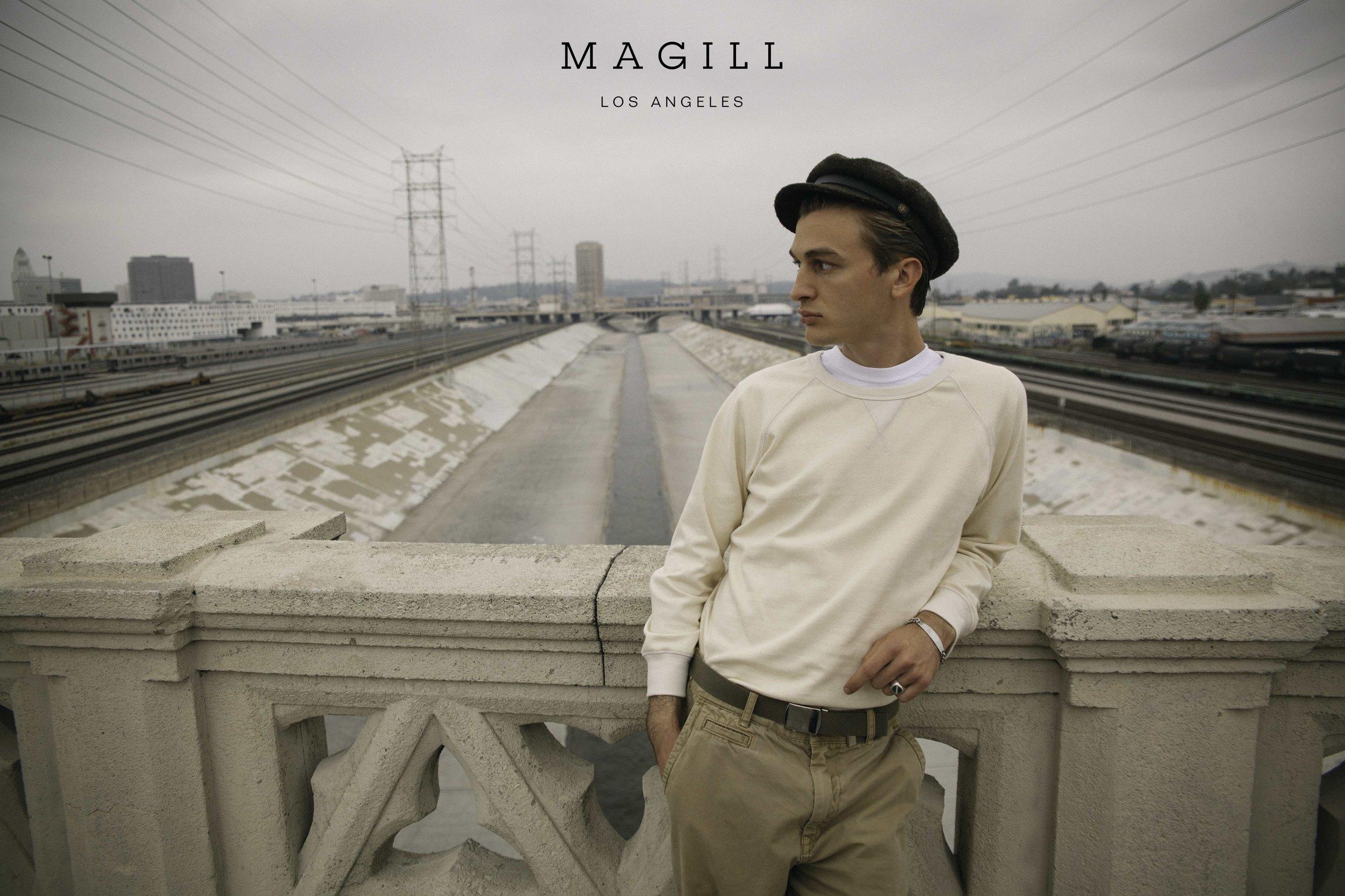 MAGILL Los Angeles  各時代を代表するいくつかのコレクションブランドでのデザイナーを経て、約7年間ジャック・スペードのヘッドデザイナーを務めたのちLAに移住したTodd Magill(トッド・マギル)が立ち上げたブランド、MAGILL Los Angeles(マギル ロサンゼルス)。2017年秋冬より自身のブランドをスタートした彼が描くのは、オールドハリウッド。レオナルド・ダヴィンチの「シンプルさこそが究極の洗練」という言葉を生涯のモットーとしている彼らしく、若かりし頃のWoody Allenをはじめ、数々のハリウッドスターのクラシックなラグビーシャツの着こなしを、モダンに落とし込んだタイムレスなスタイルを表現する