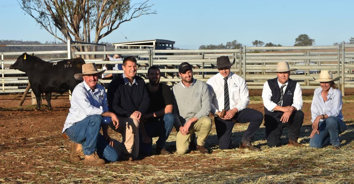 Ben Mayne (Texas Angus), Richard, Tim & Chris Metcalfe, Lincoln McKinlay & Michael Glasser (GTSM) and Wendy Mayne (Texas Angus) with Lot 74