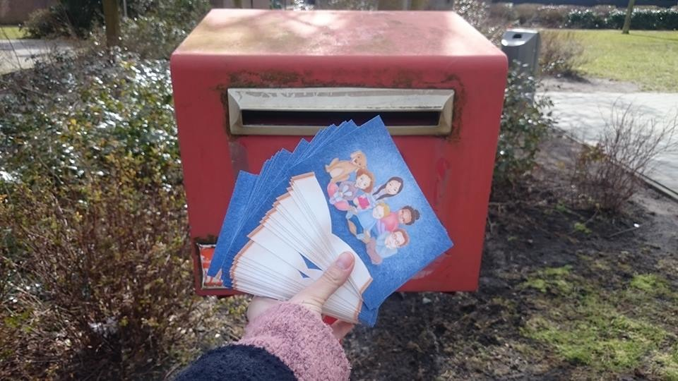 The cards are being posted by the Boekenkaravaan. Photo by Eefje Raats.