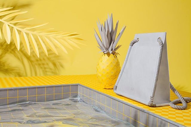 Summer by the pool with #arrimage #tyvekbag #pineapple #papercraft #swimmingpool #hothothot #fashion #diy #waterresistant photo and set up by @get_it_studio