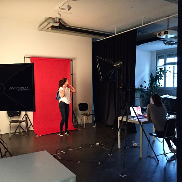 Our crowdfunding campaign is on the go! We worked long hours last weekend and produced loads of colorful images! We are excited to show them soon! #photoshooting #crowdfundingcampaign #stopmotion #behindthescenes #makingof #designersinaction #multitasking #tyvekbag #tyvek #arrimage #swissdesign