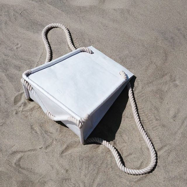 "Our Tyvek bags ""Shanghai édition"" are available! Reach us at info@arrimage.ch and get yours for CHF 65.- only! #tyvekbag #arrimage #fashionbag #shanghai #christmasgift #sand #sunbathing #swissdesign @lauregremion @marieannelecorre @meylanmelissa @jsbg"