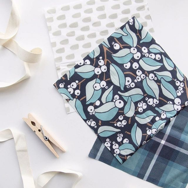 A new set of sample swatches from @spoonflower arrived this week! Excited to cut them up and photograph these new prints to share with you all. In the meantime, here's our Snowberry print on Kona cotton, available from @spoonflower ✨Link to our shop in profile