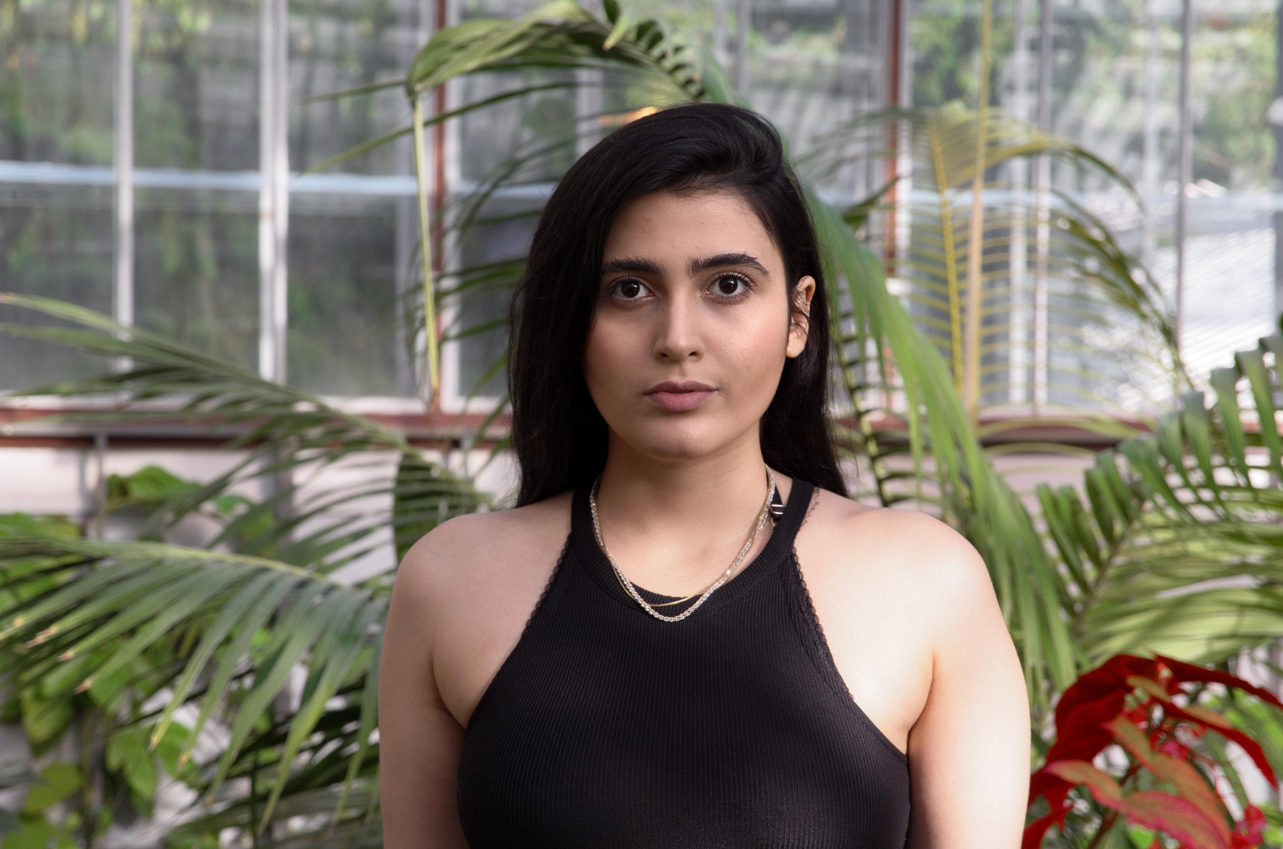 Ramina Habibollah, performanssitaiteilija ja kuraattori. Kuva: Fredrik Enges