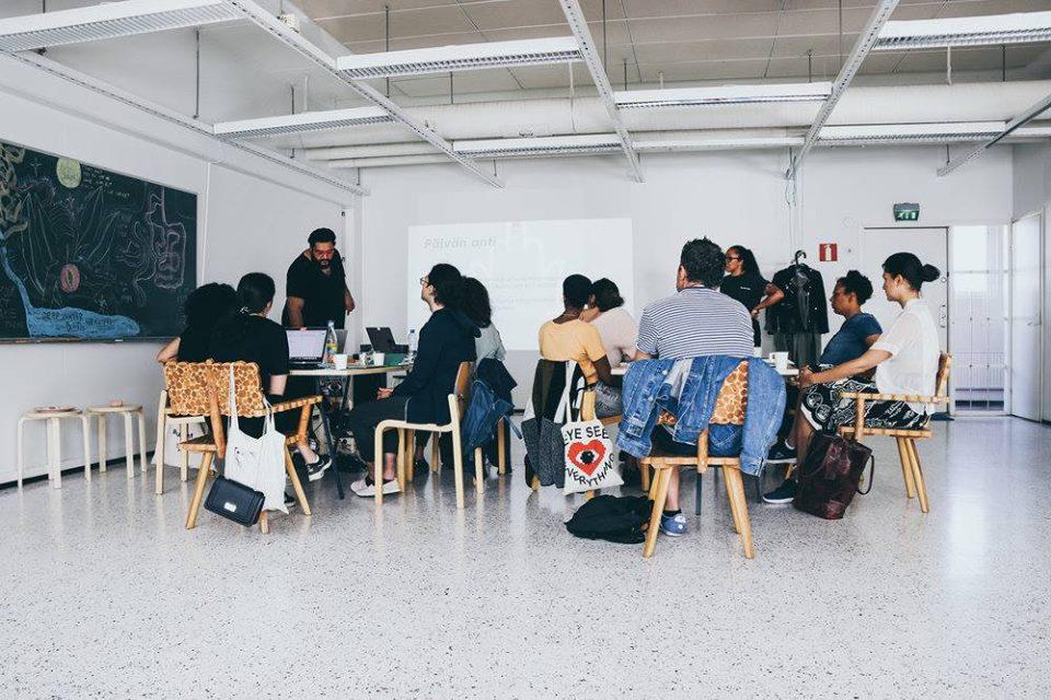 RT LIT AKATEMIA - Luovan ja journalistisen kirjoittamisen opetusta meiltä meille, kirjoittamista rakastaville ruskeille tytöille.Lue lisää