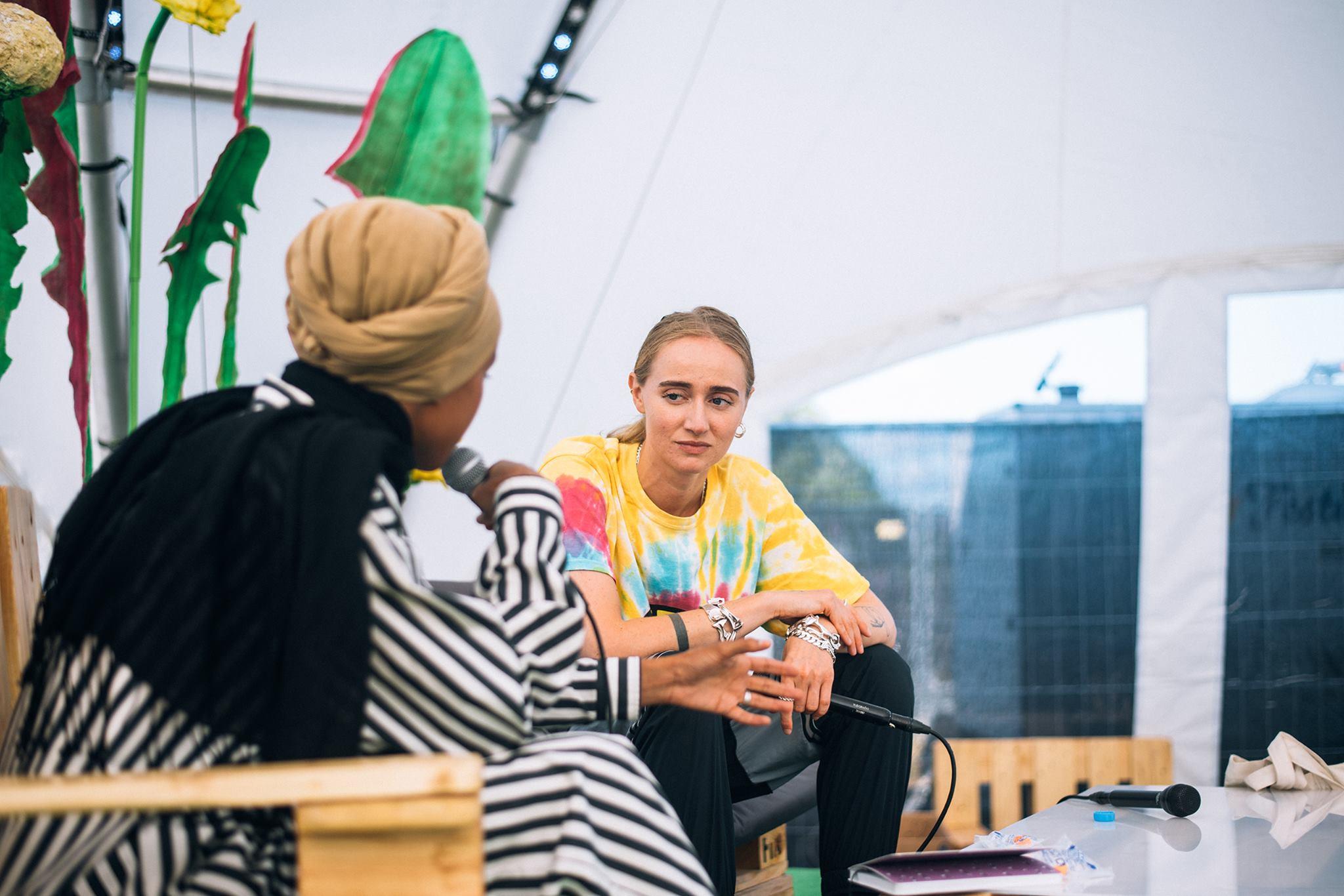 RT KONSULT - Jokainen suomalainen organisaatio tarvitsee kriittistä keskustelua representaatioista, moninaisuudesta ja inklusiivisuudesta. Me luennoimme, juonnamme, keskustelemme ja koulutamme.Kysy koulutuksista