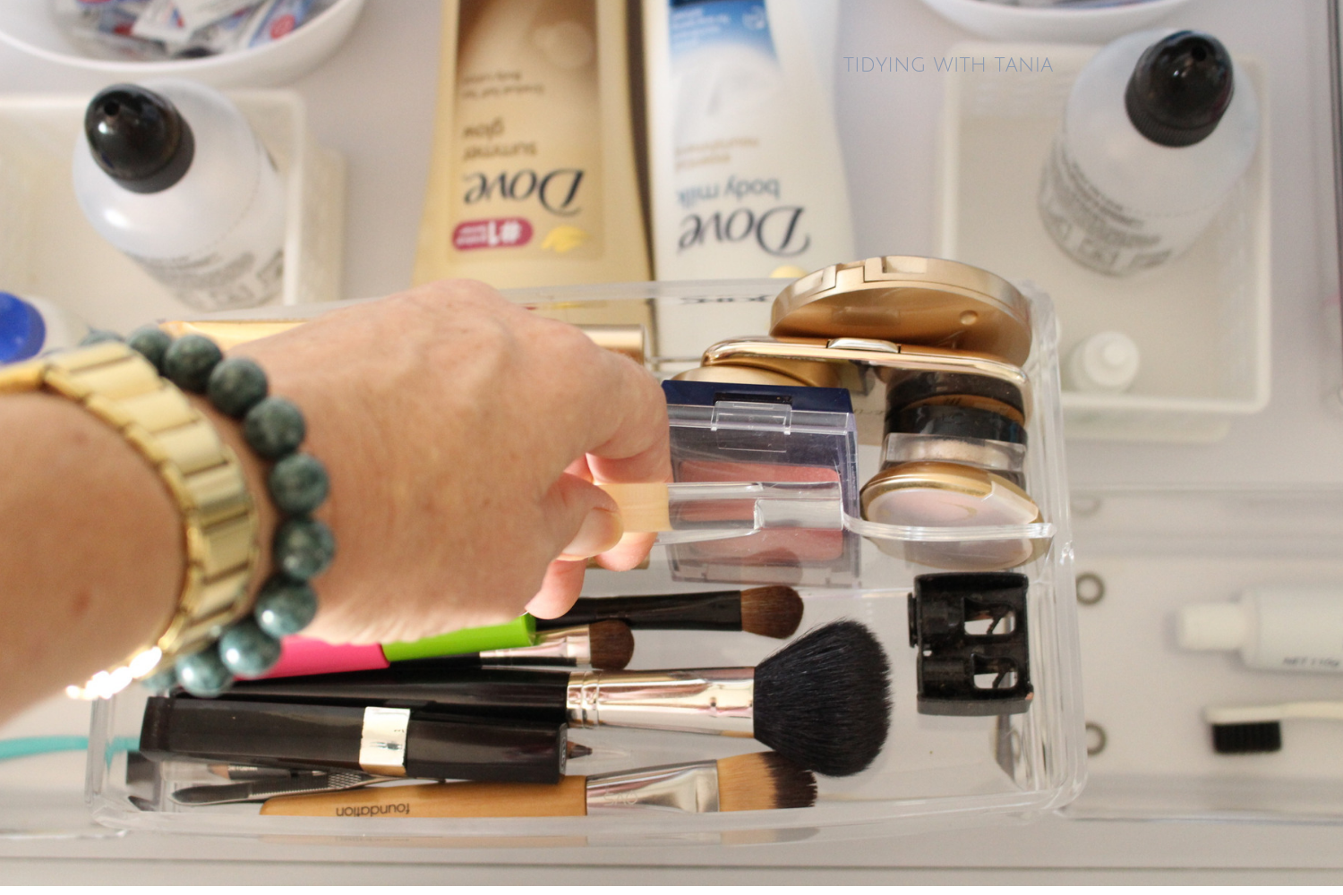 Bathroom drawer portable makeup container.png