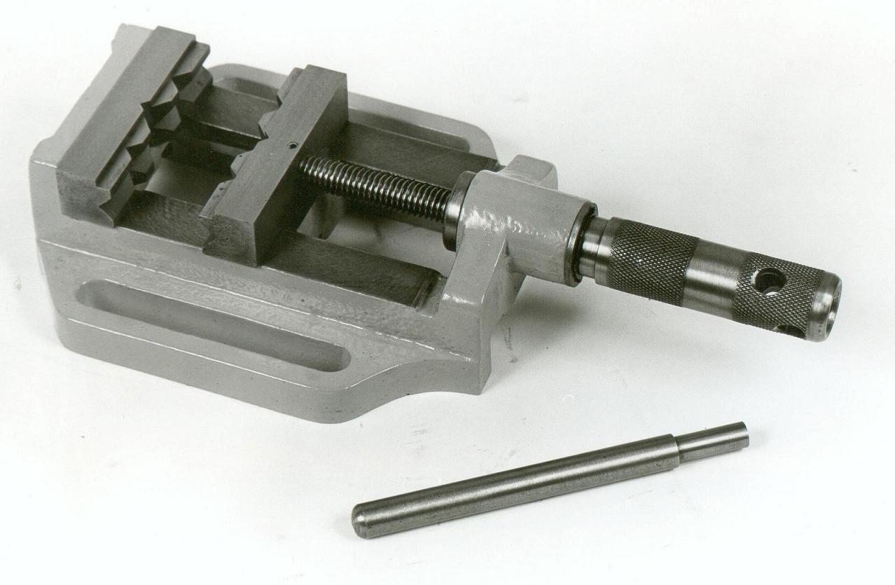 Μέγγενη δραπάνου 12s με άνοιγμα σιαγόνων 12cm.