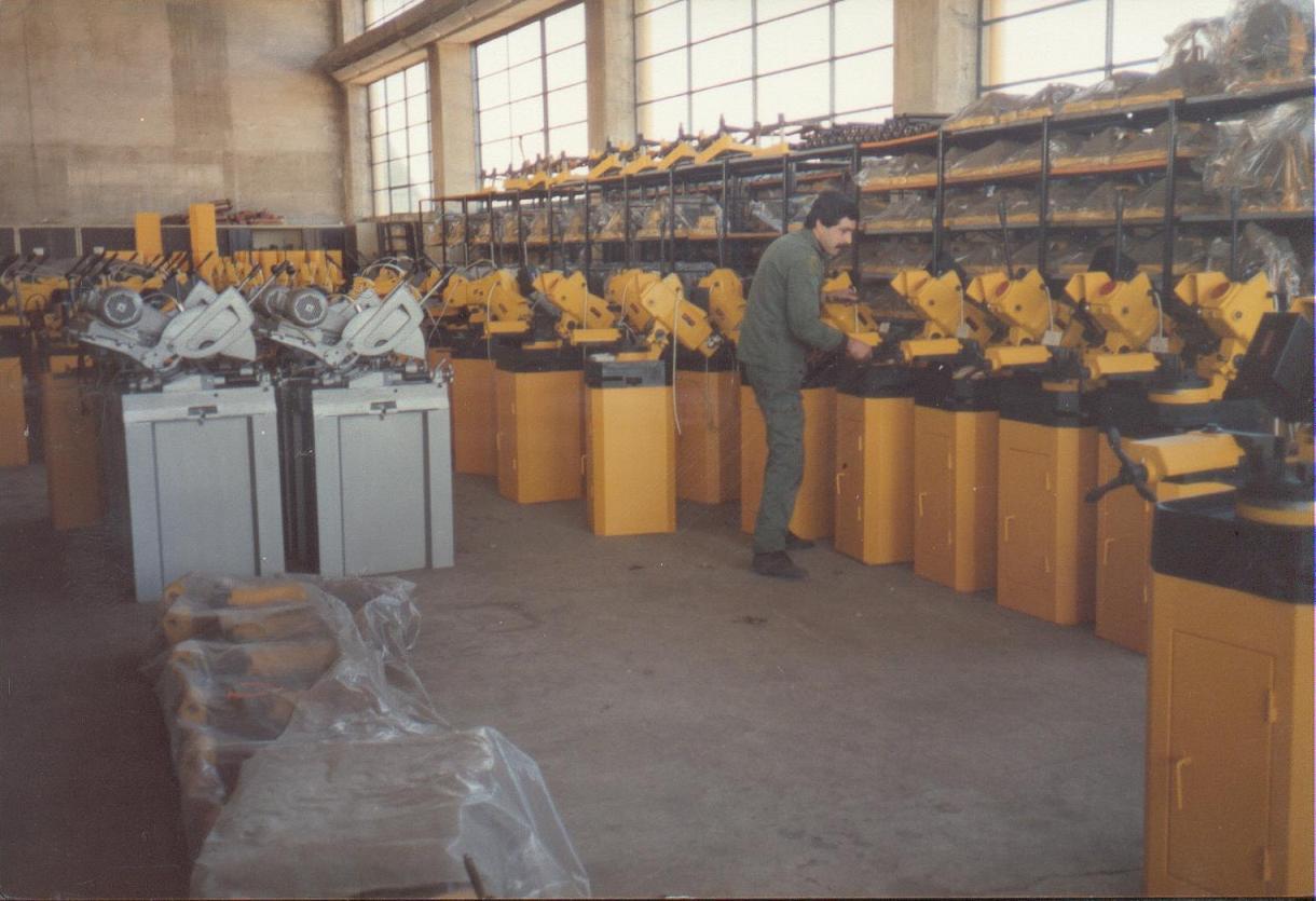 Δισκοπρίονα αλουμινίου Α420 & σιδήρου Polar250 κατά τη διαδικασία μονταρίσματος.