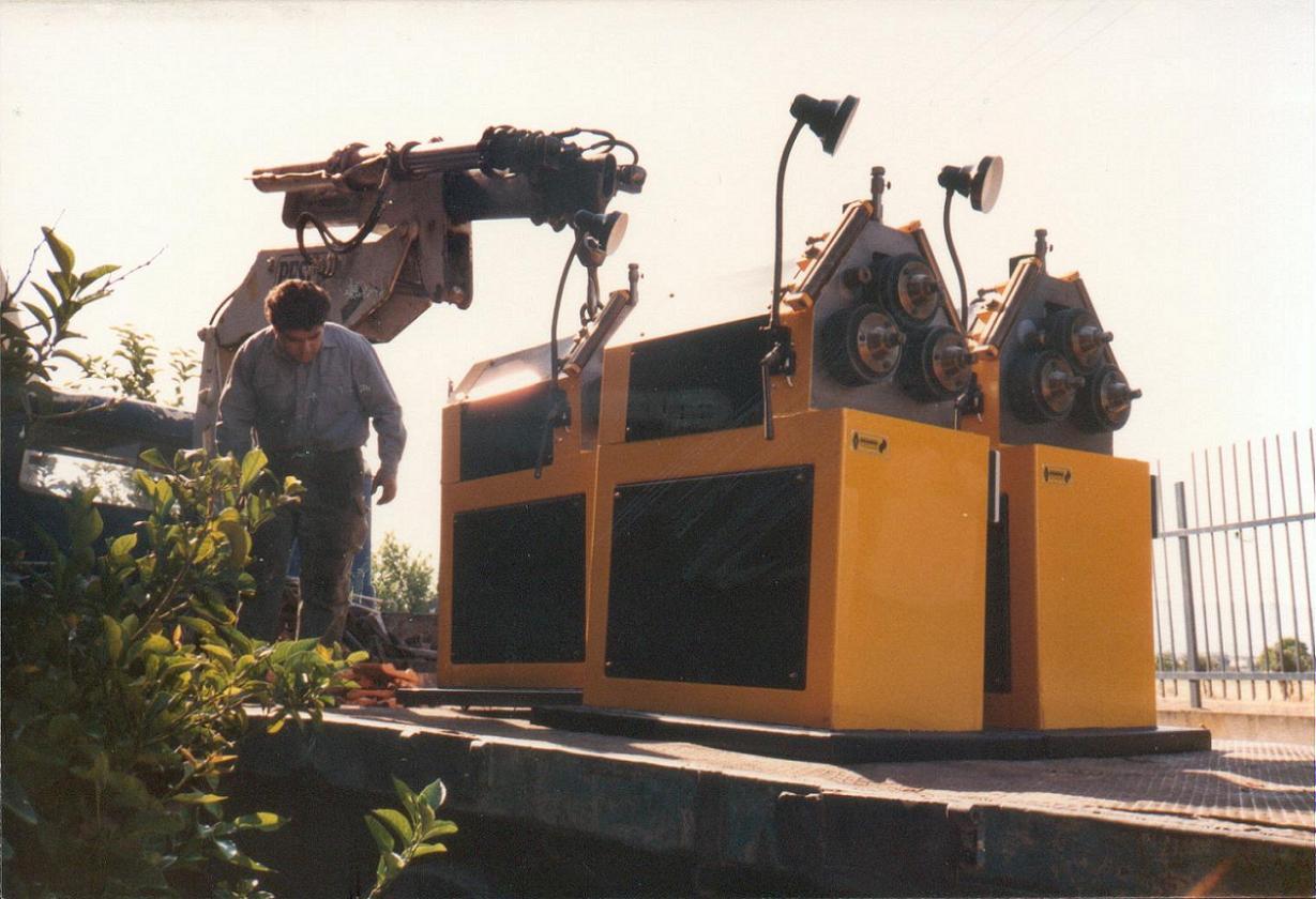 Διαμορφωτές κύκλων ΗΜ50 με αυτόματο σύστημα συχρονισμού στροφών κατά τη διαδικασία αποστολής.