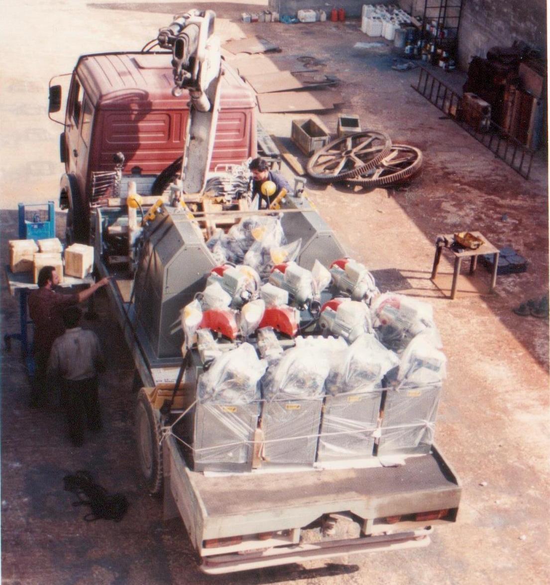 Διαμορφωτές κύκλων ΗΜ50 & δισκοπρίονα σιδήρου κατά τη διαδικασία αποστολής.