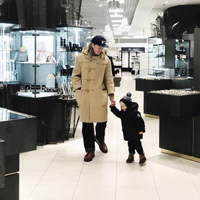 Last minute Christmas shopping. Glad it's only once a year. Photo by @essisofia . . . #dadandson #toddlersofinstagram #twoyearold #dadcore #ebbetsfieldflannels #gloverall #howlinbymorrison #engineeredgarments #yuketen #tyylitfi #menswear