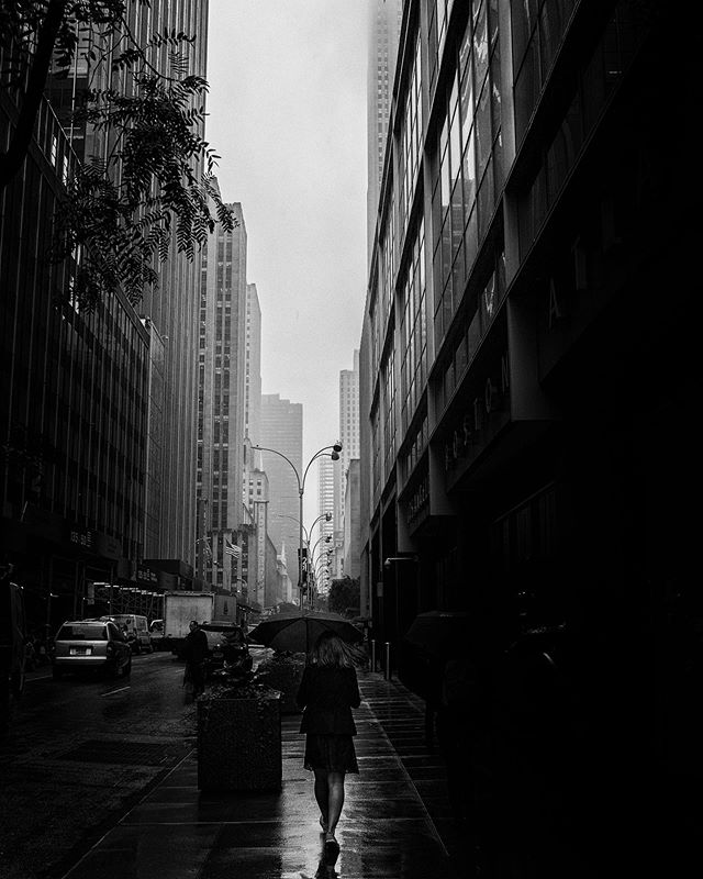 Shot in a rainy New York City...man I loved that place. . . . #nyc #manhattan #manhatt #newyorktrip #newyorkcityfeelings  #streetphotography_bw #bnw_captures #bnw_demand #bwphotography #bnw_rose #bnwphotography #bwphoto #streetphotography_bw #Insta_bw