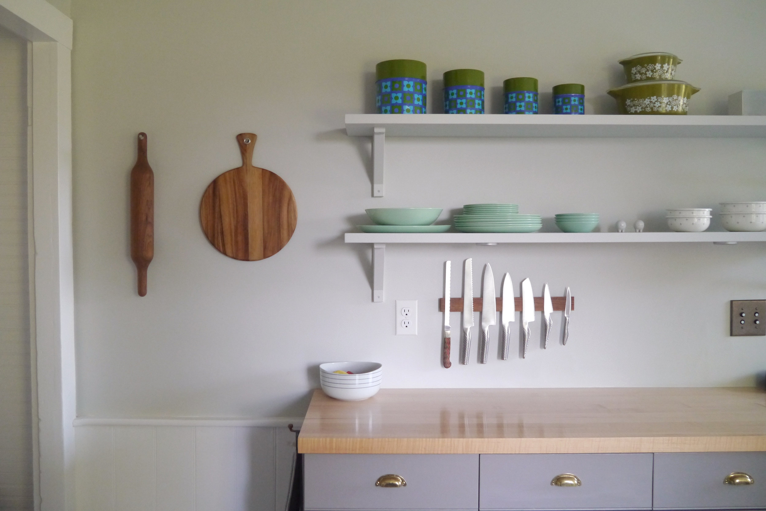 Kitchen - Exposed shelving