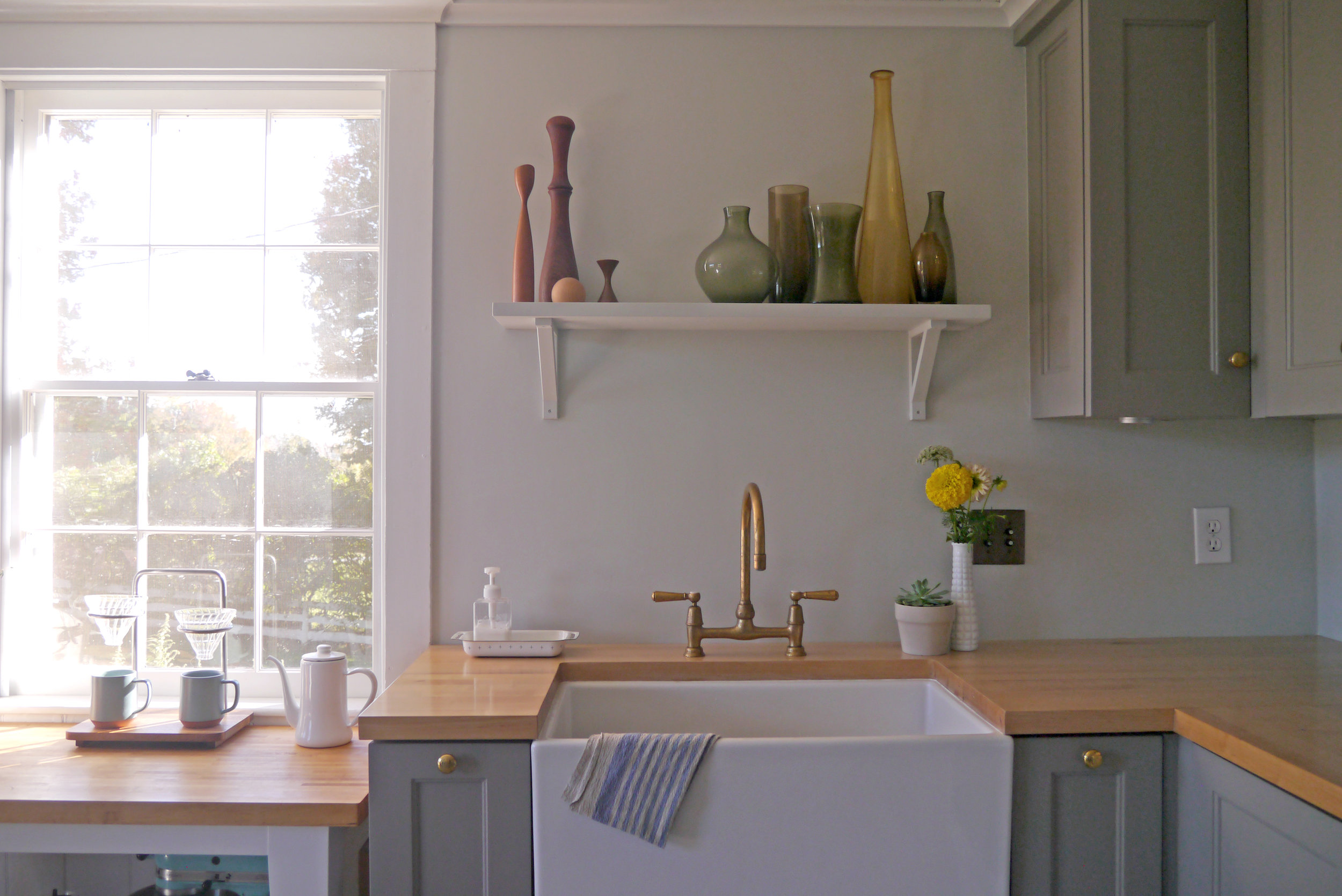 Kitchen - Large farmhouse sink
