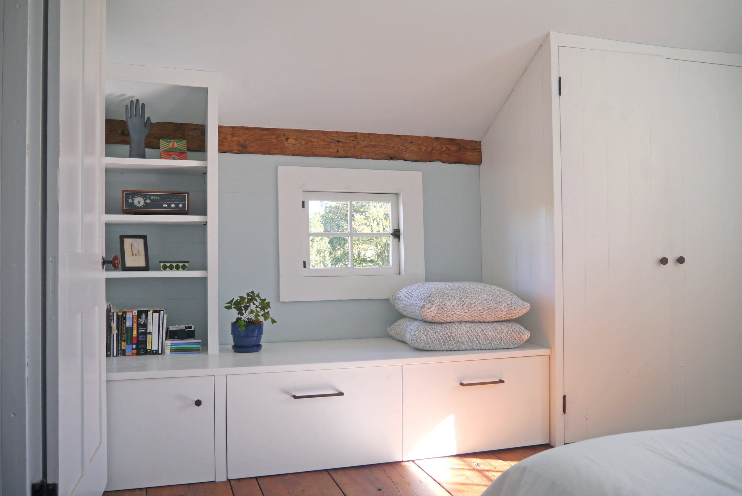 Master Bedroom - Built in closet and bench