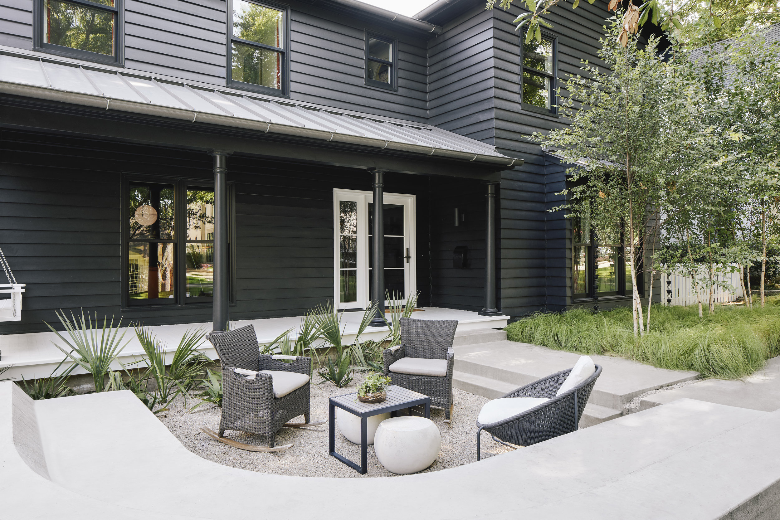 DHOME_3212GREENBRIER_OUTDOORSEATING.jpg