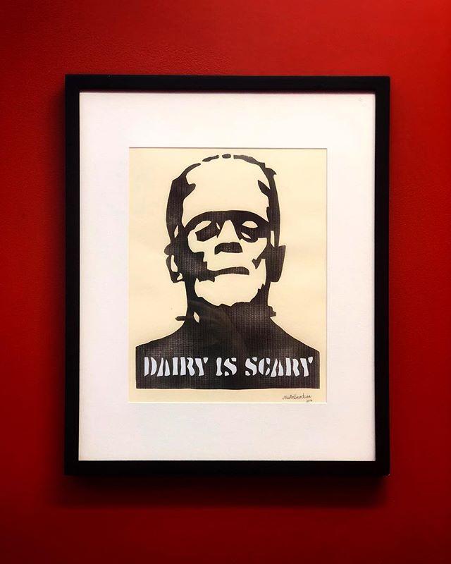 Friendly reminder c/o @misteruncertain ✌🏽🥛🧀🙅🏻♂️🙅🏻♀️ #dairyisscary #vegan #govegan #art #milk