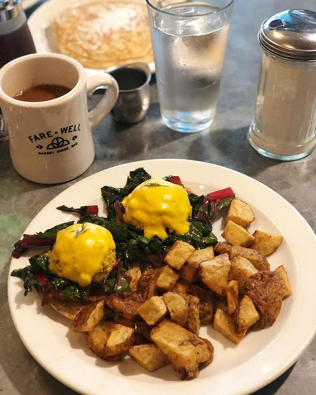 Throwback to one of our now all-time favorite brunch spots @eatfarewell in Washington DC. 😋 S/o to @kait_rka and @sightogo for the great recommendation! 🙏🏽 #vegan #vegansofig #whatveganseat #brunch #dc #dcvegan