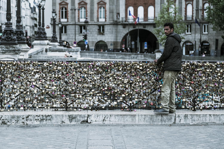 A man with thousands padlocks