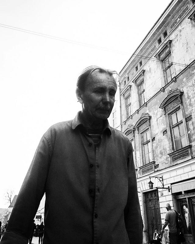 A Man of Krakow #blackandwhite #streetportrait #fotografiauliczna #olympusexplorer #omd5markii