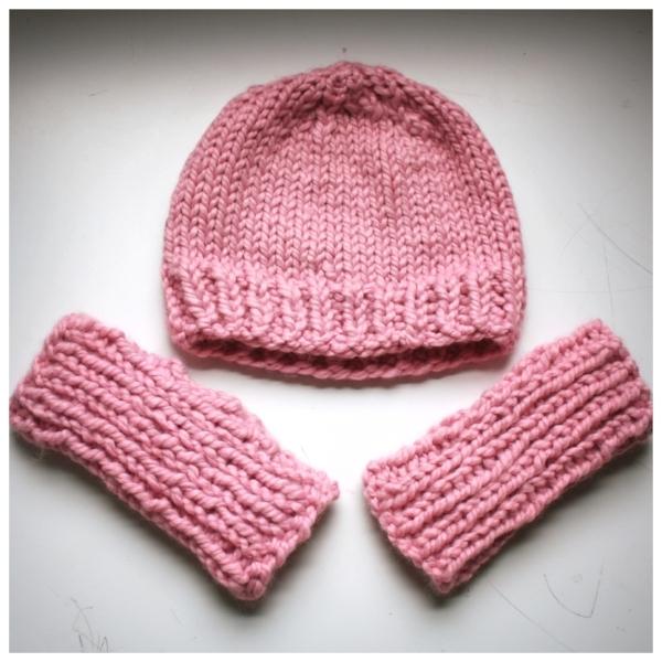 Bulky knitting free pattern fingerless mitten and hat set