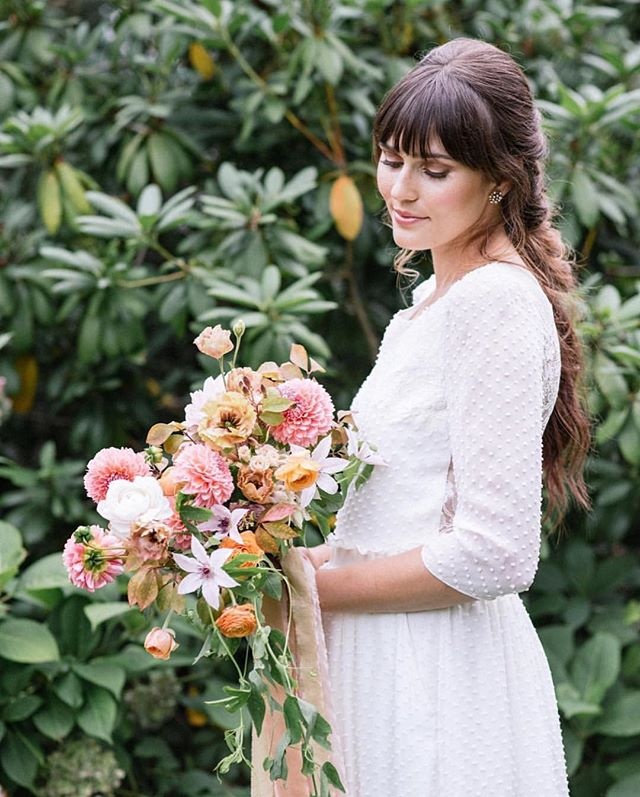 Daydreaming of this perfect day... and this laidback braided bridal hair!  Tag a friend who would love this boho vintage look!  Florals @avaflora Silk @thepoetryofsilk  Makeup @cheriseloren  Venue @Toppingrosehouse  Dress @lauredesagazan  #jlilliehair #bohobridalhair #bridalhairinspo #bridalhairstylist #hamptonswedding #bridalhair #bridalbraid #theknot #modernsalon