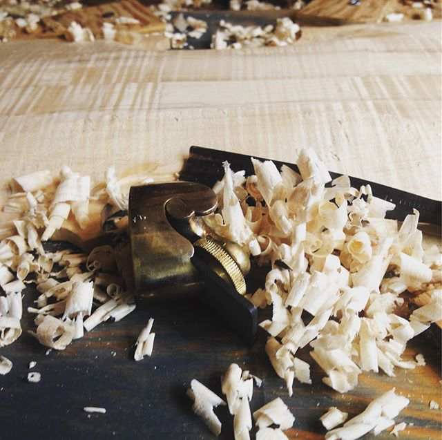 Making Shavings! . . . . #viola #maple #lutherie #plane #thumbplane #gouge #oldtools #handmade #violin #fiddle #music TheCorryBoys.com