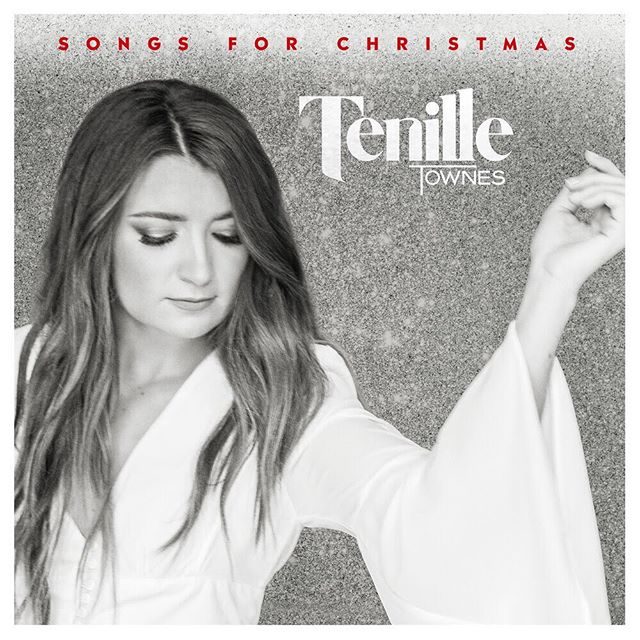 """Now that the weather has finally changed, we're already in the mood for the holidays. (Swipe ➡️) Thankfully, @tenilletownes released two new songs to put us in the holiday spirit too! #SongsForChristmas was produced by @thesilverseas and """"One In A Million"""" was written by both Tenille and Daniel! 🎼🎄 . Link in our bio"""