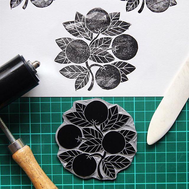 Texture and oranges 🍊#oranges #nature #illustration #printmaking #printmaker #linocut #linoprint #blockprint #carving #texture #handmade #harkenback