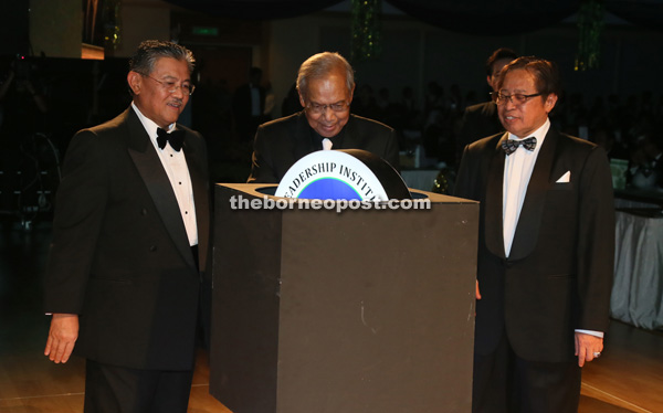 Adenan (centre) launches the Leadership Institute with Abang Johari (right) and Morshidi.