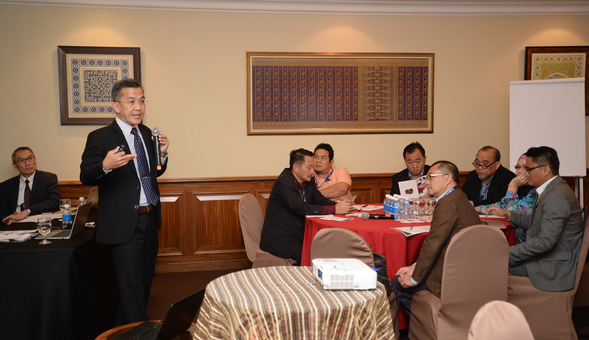 Goh (left) is seen conducting the training programme which was attended by government officers comprising mid-level managers to heads of departments.