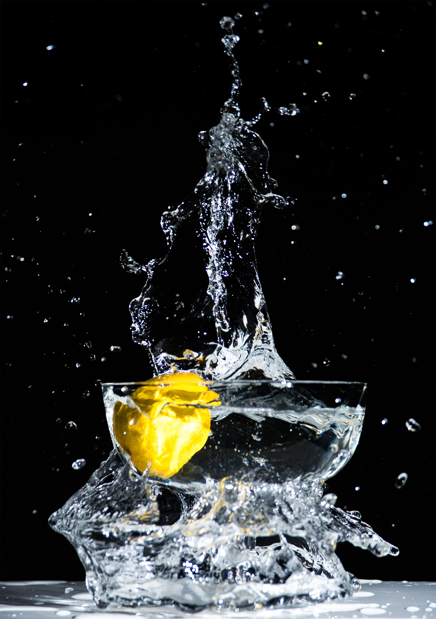 Drinking fresh water saves calories and carbohydrates.