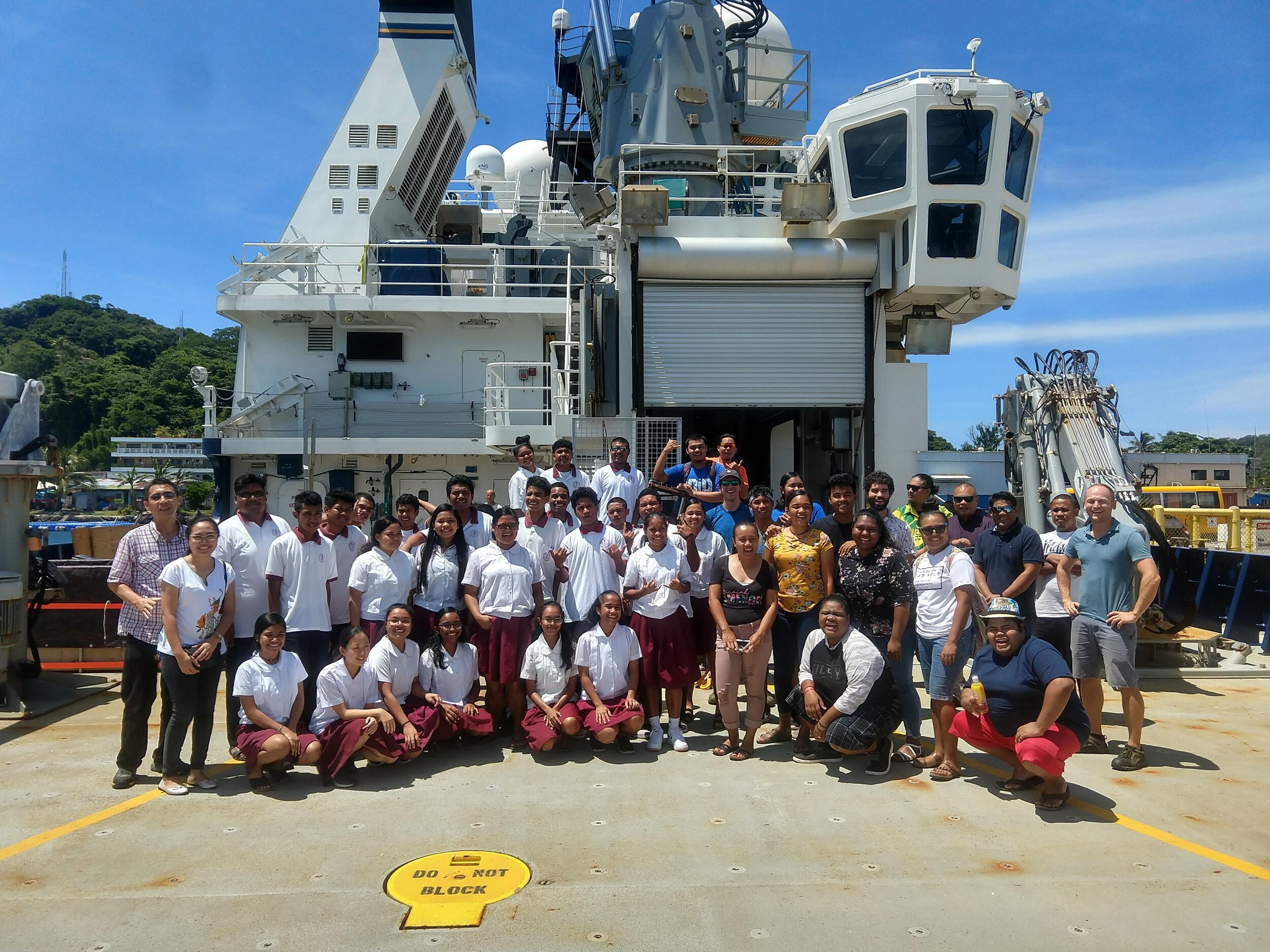 Visitors on the ship in Palau together with MOD scientists Jesse Cusack and Gunnar Voet.
