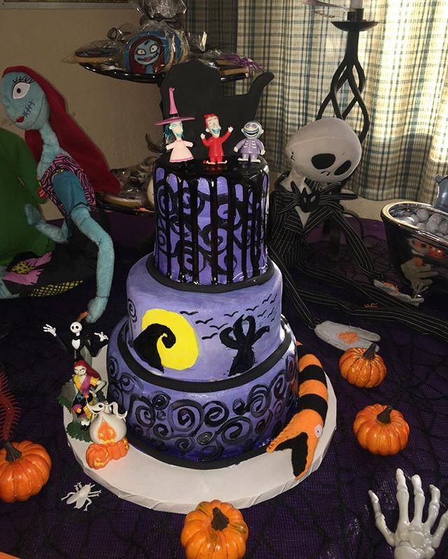 Nightmare Before Christmas Baby Shower Cake! 🍼 #dessertsbysabina #dessert # cake #dripcake