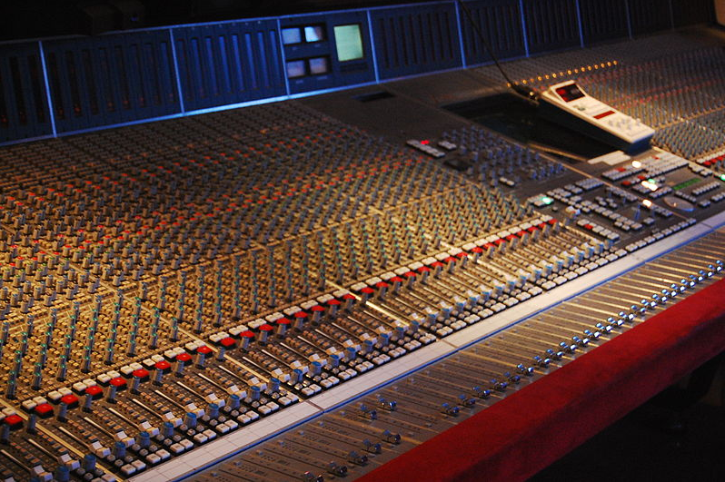 https://en.wikipedia.org/wiki/Mixing_console