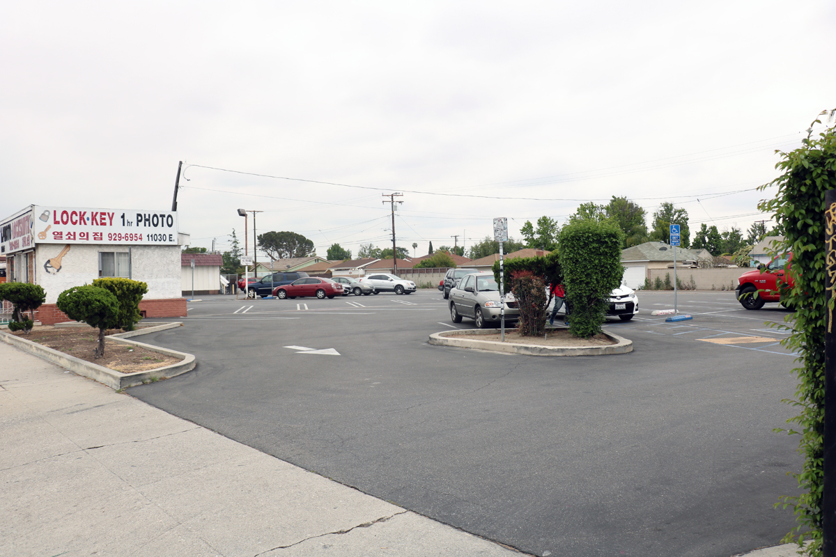 The lot where a proposed recycling center sought to open. Photo by Alex Dominguez