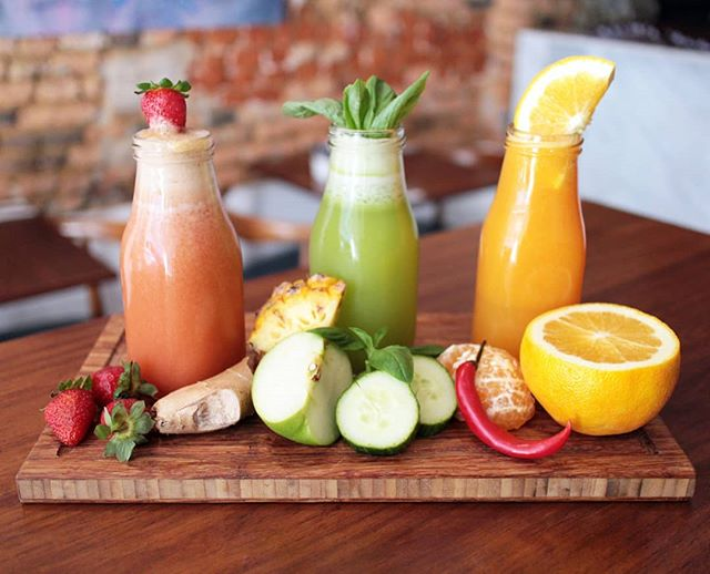Vibrant, fresh and healthy? Just what winter needed 🍓🍏🍊 _ #fruitjuices #fresh #instaeatscapetown #capetownfoodies #soloresturant