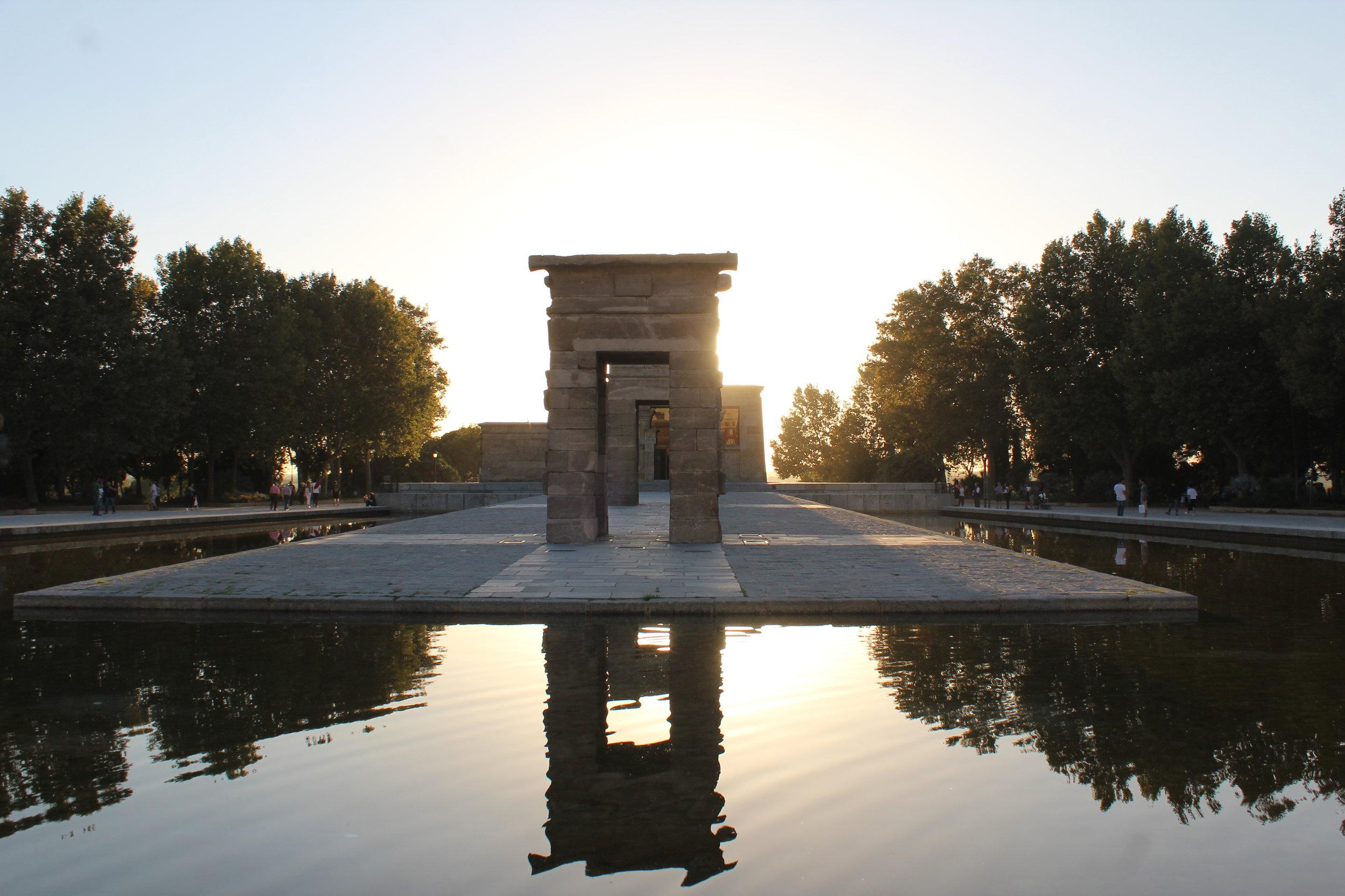 Templo_de_Debod_Madrid_Summer_Sunset.jpg