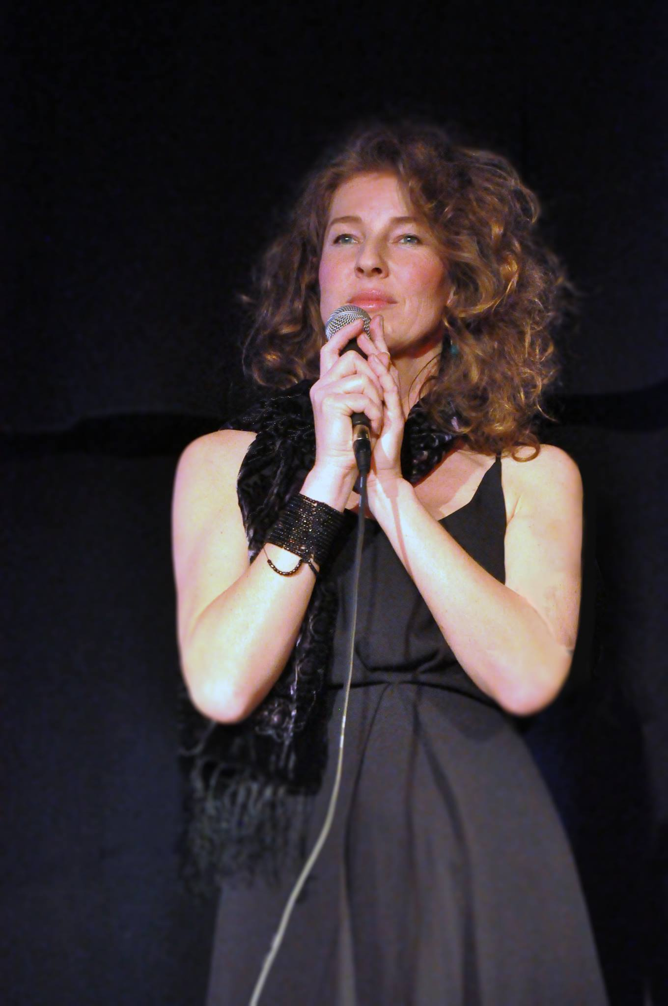 www.sarahmaria.at    Sarah Maria   Sarah Maria singt spanische Lieder über Leidenschaft und Sehnsucht, über innerstes Berührtsein – el gran sentimiento.
