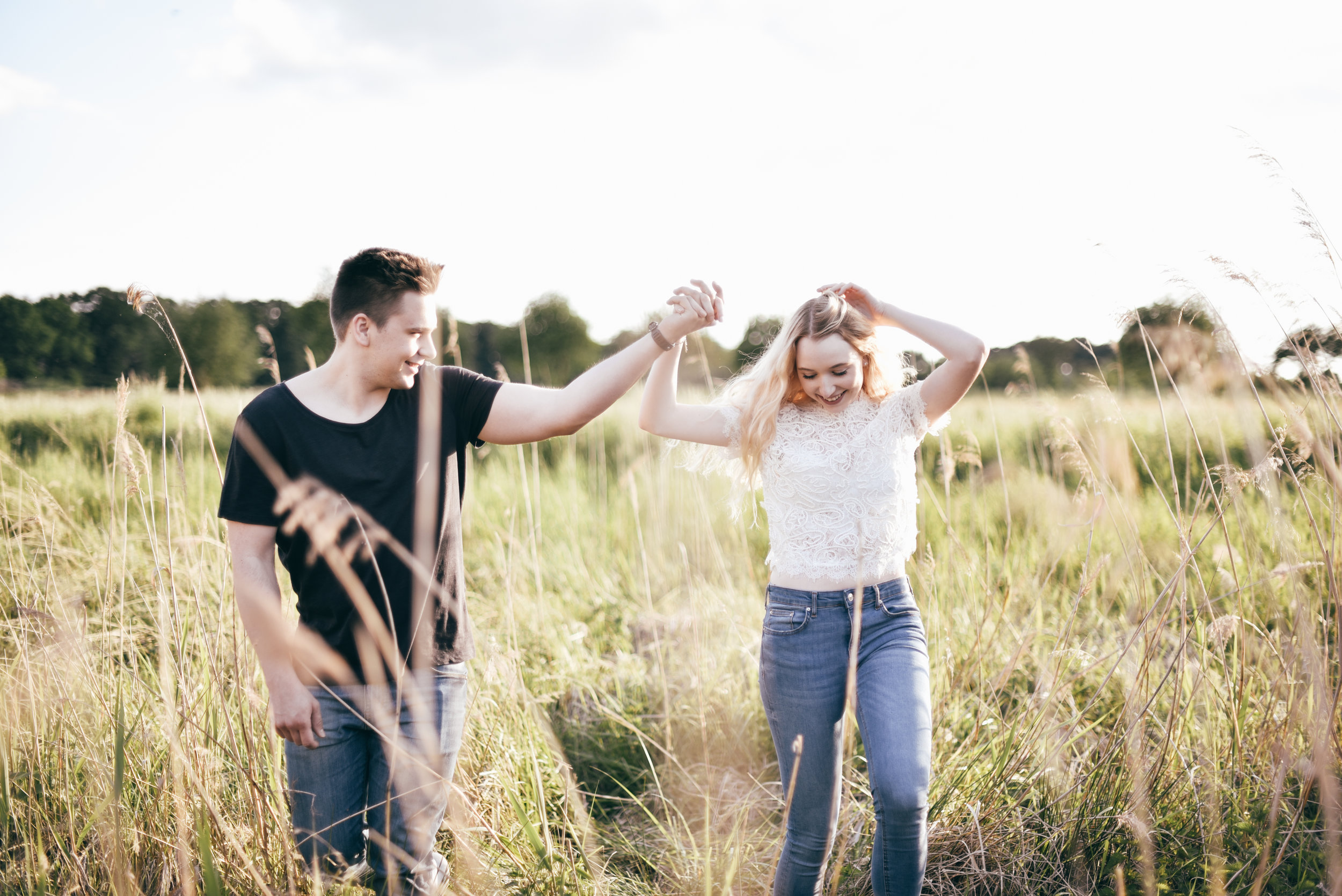 photography-fotografin-münster-shooting-pärchen-couple-natural-natürlich-goldenhour-shooting-blogger-instagram-inspiration