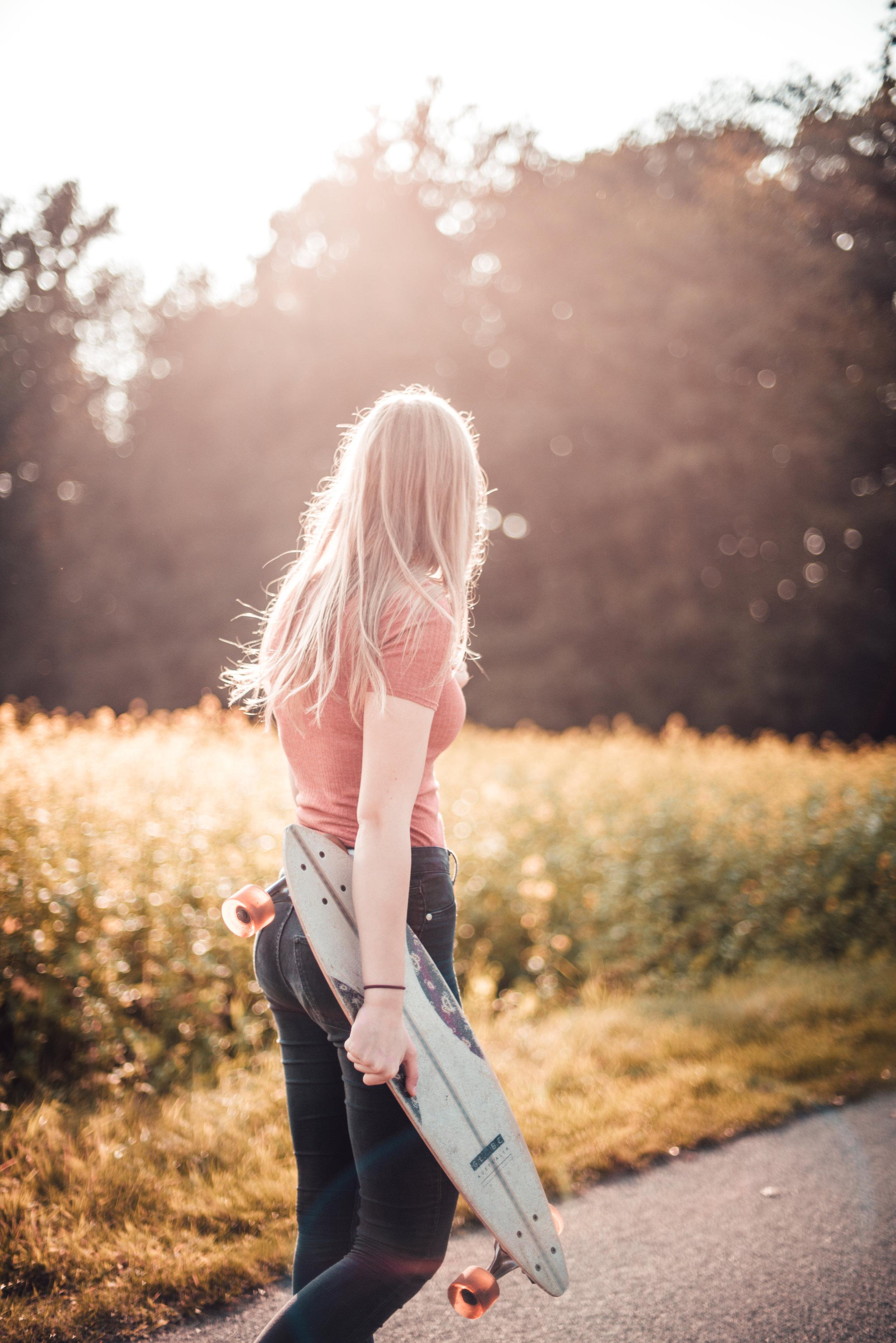 gretacaptures-sunset-longboard-shoot-goldenhour