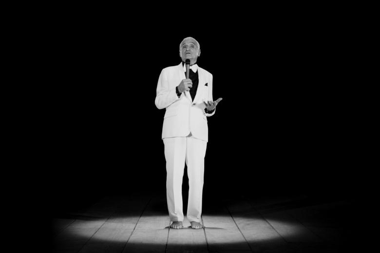 Ugo rondinone thanx 4 nothing installation vidéo noir et blanc 14 min 2015  ©  ugo rondinone